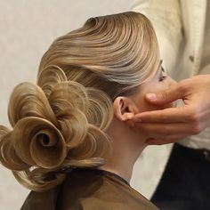 #farrukhshamuratov #hairdo #hairtutorial #hairtraining #hairartclub #HighEndBeautyGirl #holidayhangover #hudabeauty #Hollywood #hairrose #фаррухшамуратов #wedding #weddingstyle