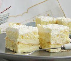 Nu m-am declarat niciodata fan al prajiturilor cu lamaie, dar aceasta. Romanian Desserts, Romanian Food, Cake Recipes, Dessert Recipes, Hungarian Recipes, Sweets Cake, Cakes And More, Cake Cookies, Just Desserts