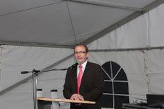 Markus Bauer bei der Grundsteinlegung der Sporthalle (Website: www.markus-bauer.biz)