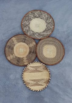 Lovely collection of Binga Baskets Boho Chic Living Room, Decor Home Living Room, Home Decor Baskets, Baskets On Wall, Above Bed Decor, African Home Decor, Living Room Pictures, Minimalist Decor, Wall Decor