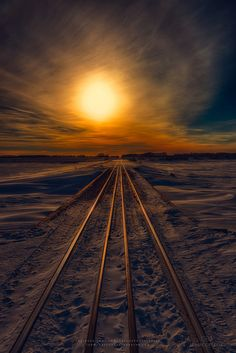 coffeenuts:  wowtastic-nature:Journey to Sunset by  IanDMcGregor on Flickr
