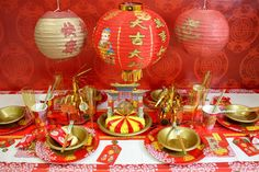 Celebrate Chinese New Year 2017 with our Chinese New Year party ideas! Find out how to make Chinese lanterns, get inspiration for Chinese New Year decorations and more! Chinese Party Decorations, New Years Decorations, Banquet Decorations, Sweet 15, Chinese Christmas, Chinese Holidays, Chinese New Year 2016, Chinese Birthday, New Year's Games