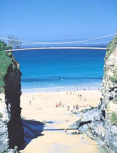 NEWQUAY CORNWALL ENGLAND I have walked across this bridge. I was told it was safe enough for 500 elephants to walk over. Newquay Cornwall, Devon And Cornwall, Places To Travel, Places To See, Playa Beach, Beach Uk, Uk Beaches, British Beaches, Cornwall Beaches