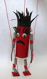 marionetdukke lavet ud af en wc-rulle, rørperler og lidt papir