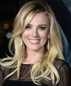 Best Long Blonde Hairstyles 2018 for Women to Look Stylish and Pretty