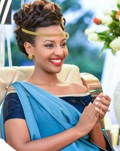 . African Traditional Wear, African Traditional Wedding Dress, Traditional Wedding Attire, Traditional Outfits, African Print Clothing, African Print Fashion, African Fashion Dresses, African Wedding Attire, African Attire
