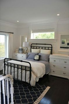 Serene bedroom - reminds me of the beautiful room @Leah Glotzbach had on College Street