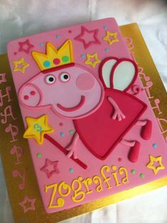Peppa Slab Peppa Pig is a Indian preschool computer animated telly collection led as well Peppa Pig Birthday Outfit, Peppa Pig Birthday Invitations, Pig Birthday Cakes, Birthday Cake Girls, 3rd Birthday Parties, 4th Birthday, Birthday Ideas, Tortas Peppa Pig, Peppa Pig Cakes