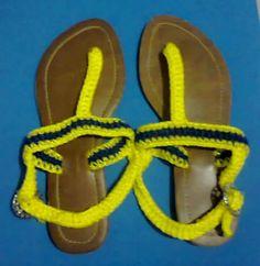 Amarillas con azul navy