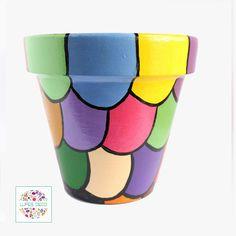 Small Flower Pots, Clay Flower Pots, Flower Pot Crafts, Clay Pots, Clay Pot Projects, Clay Pot Crafts, Painted Plant Pots, Painted Flower Pots, Garden Ideas With Plastic Bottles