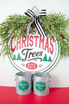 Gorgeous DIY Farmhouse Christmas Signs that are festive and easy to make! Modern Farmhouse style with lots of charm. Christmas Signs, Christmas Crafts, Christmas Decorations, Christmas Vignette, Craft Decorations, Burlap Christmas, Homemade Christmas, Christmas 2019, Christmas Tree