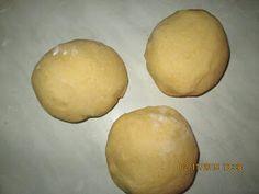 Prajituri de casa: Prajitura cu mere si crema de vanilie Hamburger, Potatoes, Bread, Vegetables, Sweets, Potato, Brot, Vegetable Recipes, Baking