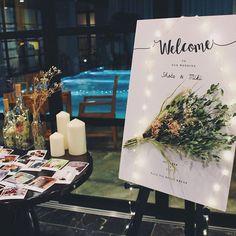 ・ weddingレポ① 花嫁DIY ウェルカムスペース ウェルカムボードは @konishiseisakusyo さんにオーダーしました! 作ってもらったボードに 自分で作ったドライフラワーのブーケを貼り付け我ながら自信作!!笑 その横には 前撮りの写真や 想い出の写真を チェキ風になるアプリでオーダーして印刷してもらったものを飾って 短い期間で製作をお願いしたのに 迅速丁寧に対応してくださった 小西製作所さんに本当に感謝です。ありがとうございました♀️♀️✨ ・ #sm1022_wedding #ちーむ1022 #wedding #weddingreception #weddingparty #プレ花嫁 #卒花嫁 #出雲 #出雲大社 #北島国造館 #神前式挙式 #神前式 #ウエディング #ウエディングレポ #weddingphotographer ##weddingcake #weddingレポ #1022 #和婚 #ウエディングドレス #weddingdress #花嫁DIY #プレ花嫁卒業 #日本中のプレ花嫁さんと繋がり...