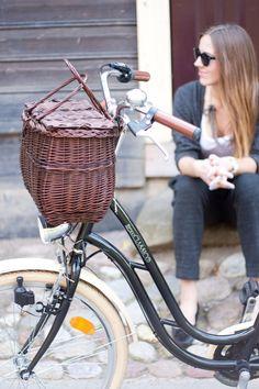 ELLE ESPAÑA dice: Buenos días! Comenzamos dando un paseo en bici sin perder nada de estilo gracias a los estilismos 'bike style' que nos propone #Timeforfashion.
