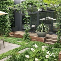 10 Minimalist and Practical Small Garden Designs for You to Try - Trend Praktische Ideen Garten 2020 Small Courtyard Gardens, Small Courtyards, Small Gardens, Outdoor Gardens, Roof Gardens, Modern Gardens, Backyard Garden Design, Small Garden Design, Backyard Patio