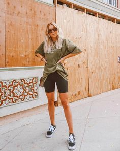Athleisure Outfits, Sporty Outfits, Cute Casual Outfits, Spring Summer Fashion, Spring Outfits, Short Cycliste, Style Chinois, Look Fashion, Fashion Outfits