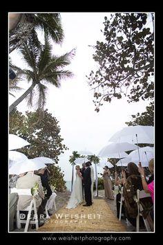 Umbrellas for a Florida Wedding Ceremony at Jupiter Beach Resort, Jupiter Florida, with Harp Music by Harpist Esther Underhay #JupiterBeachResort #Floridawedding #harpist #harp #Floridaceremony
