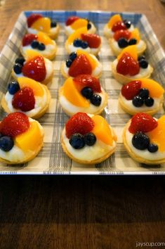 New Fruit Tart Glaze 46 Ideas Fruit Tart Glaze, Fruit Custard Tart, Custard Desserts, Delicious Desserts, Yummy Food, Custard Filling, Fruit Juice Recipes, Tart Recipes, Dessert Recipes