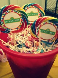 Very creative use of cupcake wrappers to adorn those large lollipops!