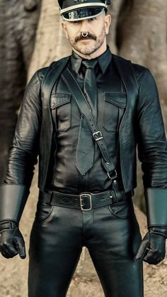 Leather Gloves, Leather Men, Leather Pants, Black Leather, Bikers, Septum, Piercing, Hot Guys, Handsome