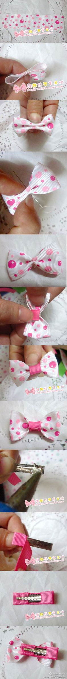Small simple hair bow. I'm sure I could whip some of these up!