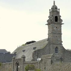 Chapelle Saint-Pierre est une église. Le projet est situé à/en Saint-Pol-de-Léon, Finistère (29), Bretagne, France, Europe.