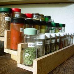 diy-spice-rack-of-reclaimed-pallet-1-500x375