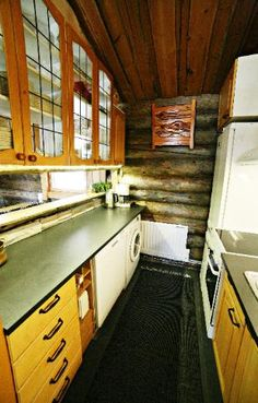 Kivikoski Cottage by ther river, 5-8 persons, two bedrooms two alcoves Kitchen Keittiö