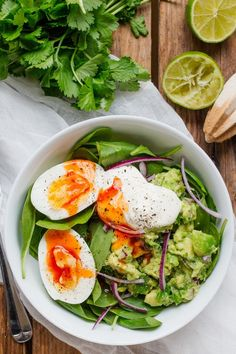 Eat Stop Eat To Loss Weight - Guacamole and Egg Breakfast Bowl - a delicious, healthy and filling breakfast - ready in 10 mins too! - In Just One Day This Simple Strategy Frees You From Complicated Diet Rules - And Eliminates Rebound Weight Gain Breakfast Bowls, Best Breakfast, Breakfast Recipes, Breakfast Ideas, Breakfast Healthy, Avocado Breakfast, Breakfast Salad, Dinner Healthy, Brunch Ideas