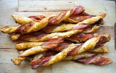 Food Lust People Love: Puff pastry spread with Dijon and sprinkled with Parmesan, then twisted with streaky bacon, is baked till it's crispy, puffed and golden. Bacon Parmesan Twists are a divine savory snack! Easy Canapes, Yummy Appetizers, Appetizer Recipes, Christmas Canapes, Spinach Muffins, Twisted Recipes, Simply Recipes, Savory Snacks, Appetisers