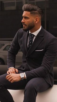 Sharp Dressed Man, Well Dressed Men, Beautiful Men Faces, Gorgeous Men, Business Casual Herren, Look Man, Stylish Mens Outfits, Poses For Men, Mens Fashion Suits