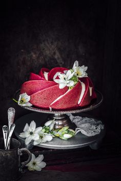 Red Velvet Bundt Cake! You have to see all these photos of this cake. Why did no one think of this before? It's glorious, so elegant Recipe included, of course. Follow RUSHWORLD! We're on the hunt for everything you'll love!