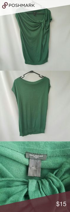Ann Taylor Green Top Excellent condition  Feel free to ask me any additional questions! Bundles 3+ 15% off. Happy poshing! Ann Taylor Tops