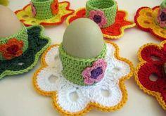 Eierbecher selber machen - Häkeln Sie eine bunte Deko für den Frühstückstisch