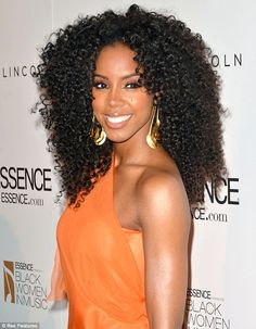 Kelly Rowland wears big hair and a gorgeous orange gown as she's honoured by Essence magazine Hot Hair Styles, Curly Hair Styles, Natural Hair Styles, Popular Hairstyles, Cute Hairstyles, African Hairstyles, Big Curly Hair, Curly Afro, Curly Weaves