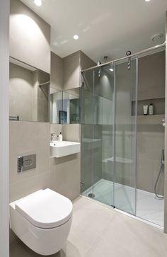 Large tiles in shower room