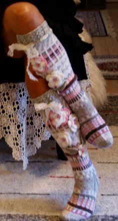 Ankortit: Hosiery there - socks here Crochet Leg Warmers, Crochet Socks, Knitted Slippers, Love Crochet, Knit Crochet, Multi Coloured Socks, Sock Loom, Paisley, Cool Socks