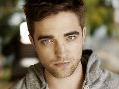 【世界のイケメンシリーズ】 Robert Pattinsonはとてもハンサムです。まだ歳も28歳と若いのでモテモテでしょう。