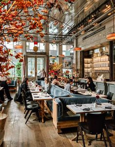 cafe restaurant The Style That Binds Us: New York Little Black Book - Flower Magazine Cafe Bar, Cafe Restaurant, Industrial Restaurant, Restaurant New York, Restaurant Branding, Restaurant Ideas, Coffee Shop Design, Cafe Design, Design Design