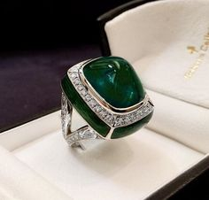 Cabochon ring with diamonds and enamel