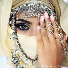 ღஐღ Вeauty dosage of the Eastღஐღ Arabian Makeup, Arabian Beauty, Arab Women, Muslim Women, Egyptian Eye Makeup, Arabian Princess, Face Veil, Iranian Women, Turkish Beauty