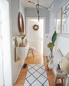 Great ideas for designing creative walls in the hallway – When you furnish your new home, you forget about the design of the hallway. Hallway Walls, Hallway Wall Decor, Hallway Decorating, Entryway Decor, Hallway Designs, Small Hallways, Creative Walls, Halloween Home Decor, Find Furniture
