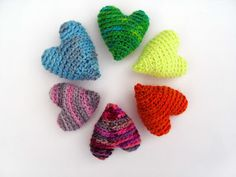 Find the pattern for these stuffed hearts at fresh-stitches. Available in three sizes. ♥  hearth hearth hearth