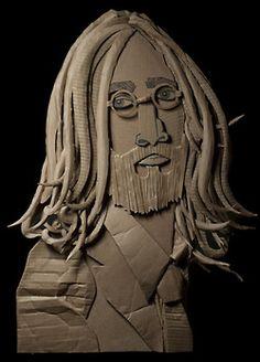 Origamis incríveis de personalidades e animais feitos com papelão reciclado.