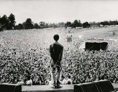 Liam Gallagher and Oasis (also) at Knebworth Park in 1996 Noel Gallagher, Itazura Na Kiss, Banda Oasis, Rock Music, Live Music, Oasis Live, Pictures Images, Photos, Oasis Band