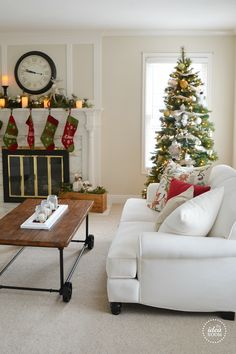 This totally reminds me if my grandparents old house on Christmas Day! Love it! :)