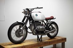 A BMW R100/7 built by Chad Hodge, designer of the Bell Bullitt helmet.