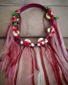 Gelin tefi Wedding Henna, Wedding Veils, Trousseau Packing, Henna Night, Family Photo Frames, Henna Party, Boutique Design, Wedding Night, Flower Making