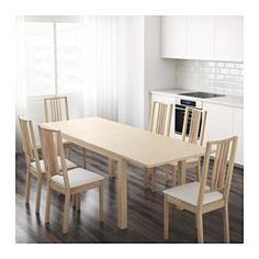 IKEA - BJURSTA, Uitschuifbare tafel, Incl. 2 inlegbladen.Uittrekbare eettafel met 2 inlegbladen; biedt plaats aan 4-6 personen en zorgt dat je de grootte van de tafel naar behoefte kan aanpassen.Je kan de inlegbladen makkelijk bereikbaar onder het tafelblad opbergen.Het blank gelakte oppervlak is makkelijk af te nemen.