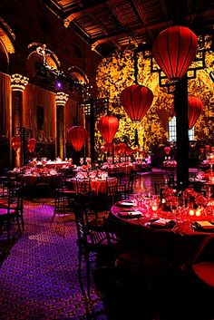 Above and below are wonderful examples of how lighting transforms the room. The patterns were bold and washed the entire room through out the evening.